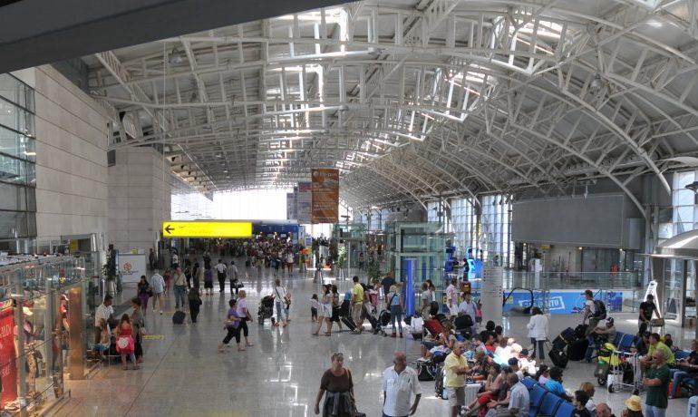 Disagi negli Aeroporti durante il Periodo Estivo – Risponde l' Esperto
