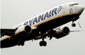 Fumo dalla turbina dell'aereo Ryanair partito da Napoli, è panico